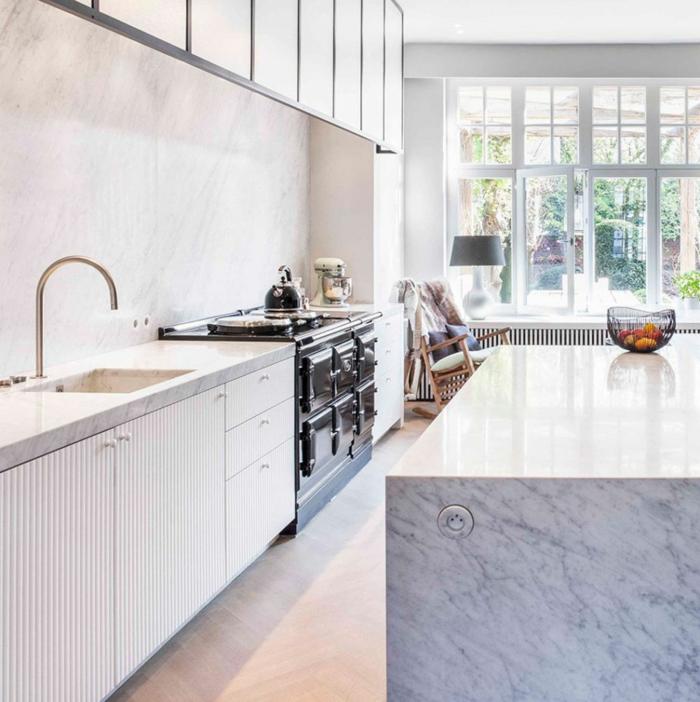küchenmöbel weiße küchenmöbel küchenrückwand marmoroptik