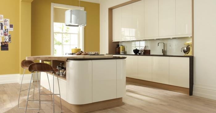 küchenrückwand glas akzente gelbe wandfarbe