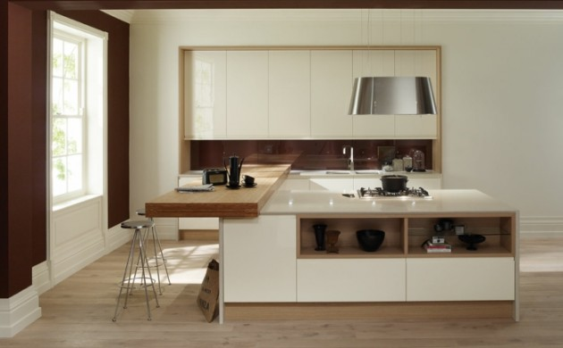 küchenrückwand-glas-braun-kücheninsel-farbkontrast