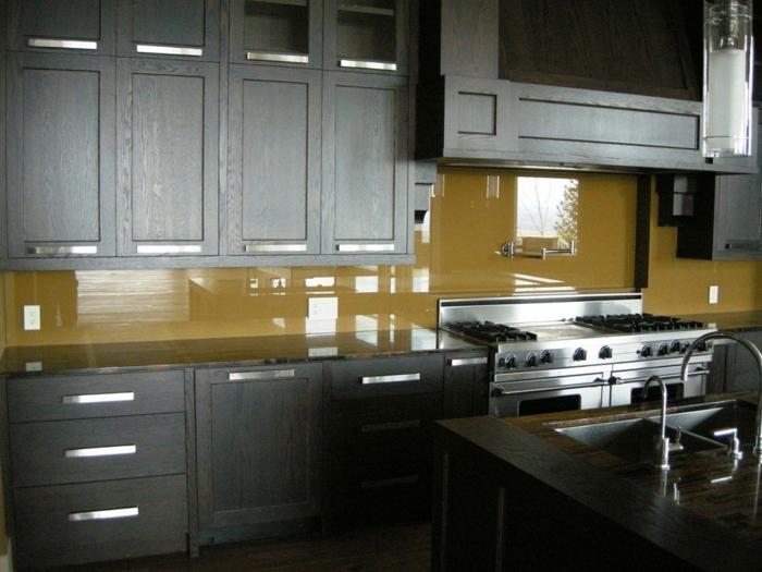 küchenrückwand glas gelb dunkle küchenschränke