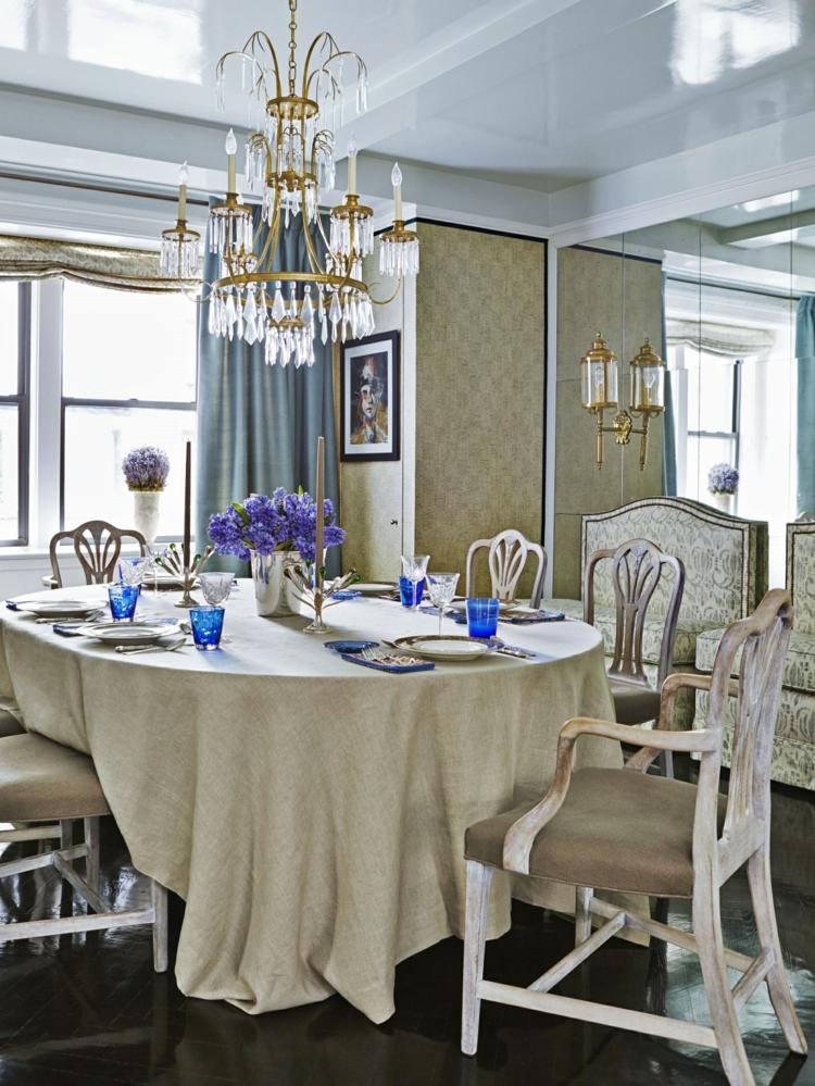 klassisches Esszimmer einrichten Tischdecke Leinen rustikale Holzmöbel