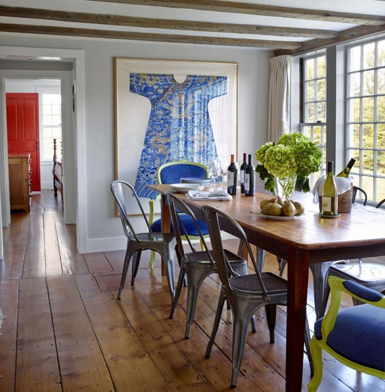 klassisches Esszimmer einrichten Wandgemälde Holztisch