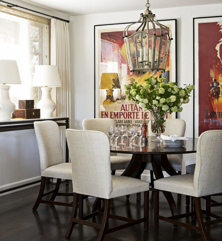 klassisches Esszimmer einrichten esstisch mit Stühlen weiß gepolstert