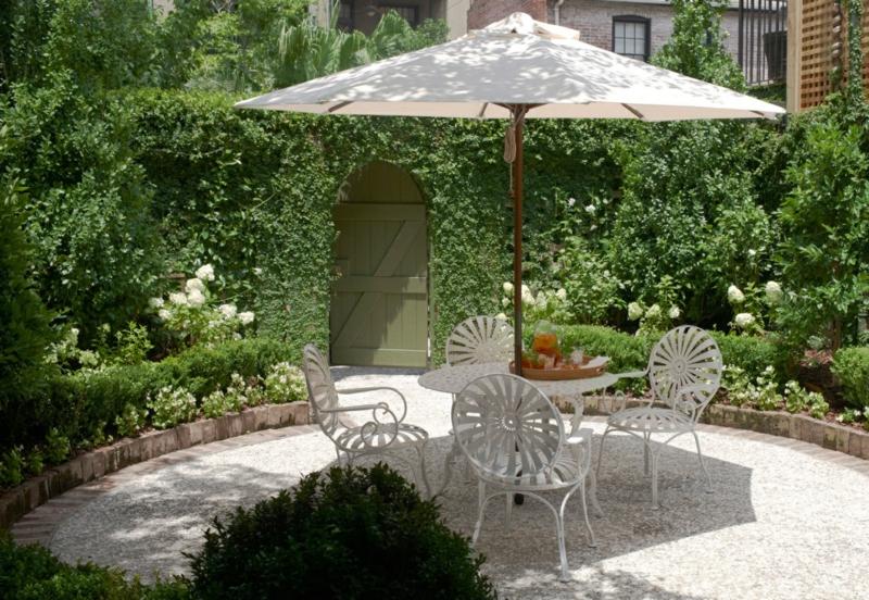 kreative Gartenideen Gartenmöbel Sonnenschirm