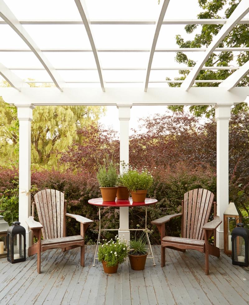 kreative Gartenideen Haus mit Holzverand lebendiger Sichtschutz