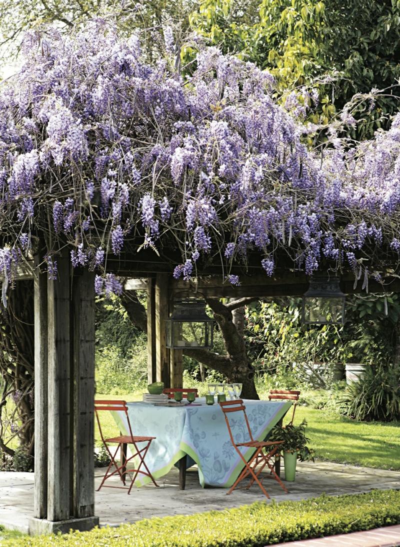 kreative Gartenideen Sonnenschutz Pflanzen Gartenlaube Holz