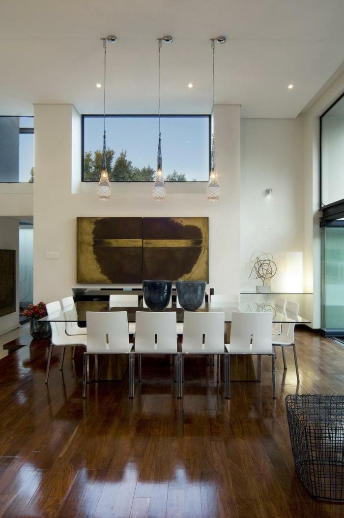 modernes esszimmer gläserner esstisch weiße stühle