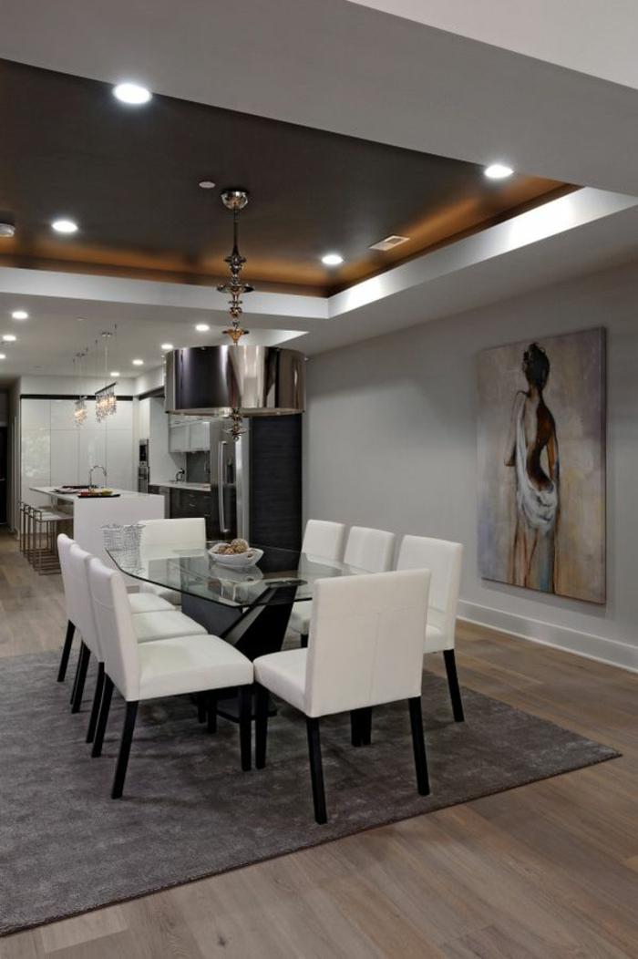 modernes esszimmer weiße stühle gläserner esstisch teppich