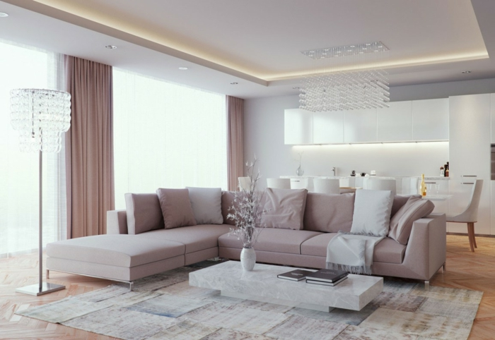 modernes wohnzimmer einrichten offener wohnplan beiges sofa schöne stehlampe