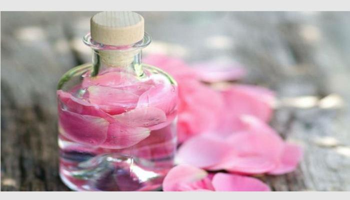 naturkosmetik rosenwasser DM- rosenblüten fläschchen