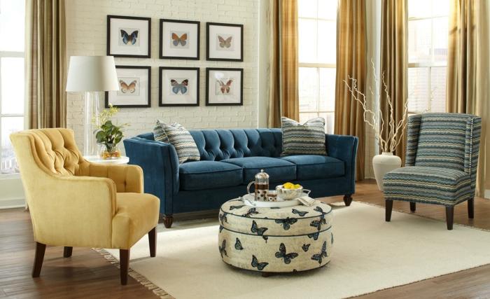 sofa chesterfield blau weißer teppich farbige sessel wohnzimmer einrichten