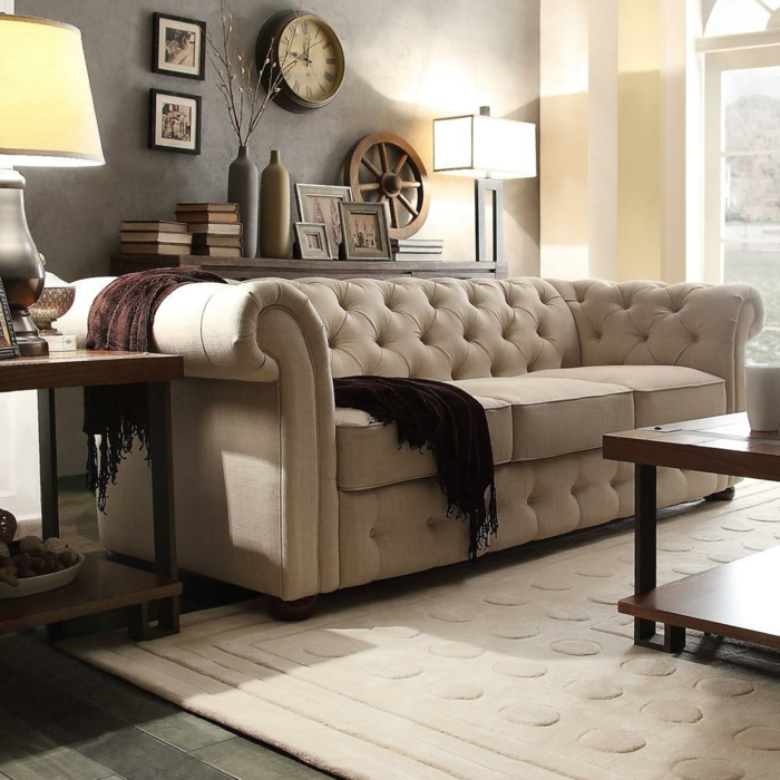 sofa chesterfield design beige stilvoll teppichmuster