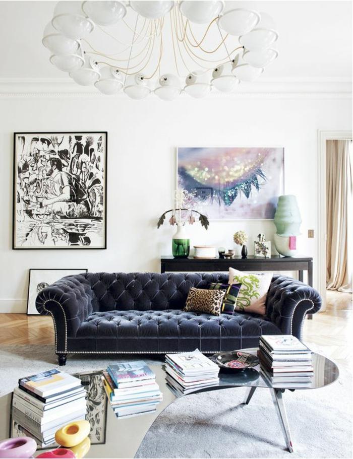 sofa chesterfield dunkles design helle wände cooler leuchter