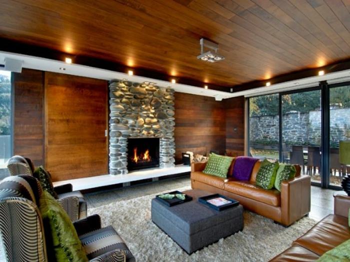 teppich wohnzimmer natur:Eine rustikale Note dem Wohnzimmer durch Steinwand und hölzernen