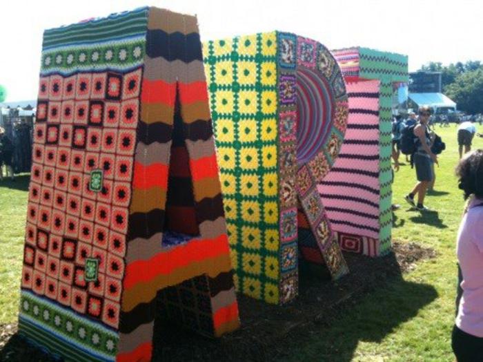 stricken lernen lapenschirm sessel streetart künstler einrichtungsbeispiele