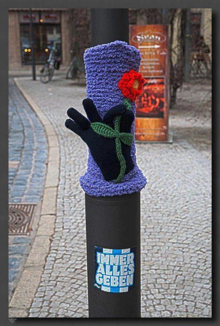 stricken lernen lapenschirm sessel streetart künstler