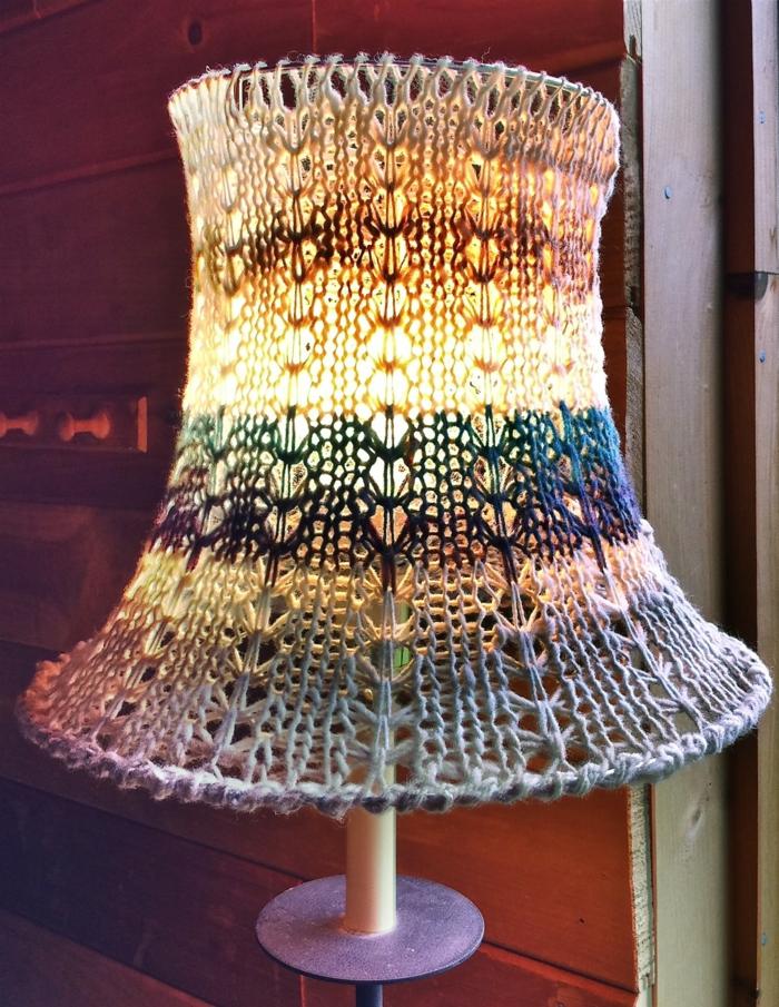 stricken anleitung lampenschirm sessel wärmehalter strickmöbel strickkunst einfallsreich