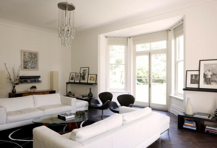 teppich wohnzimmer stilvoll weiße sofas leuchter
