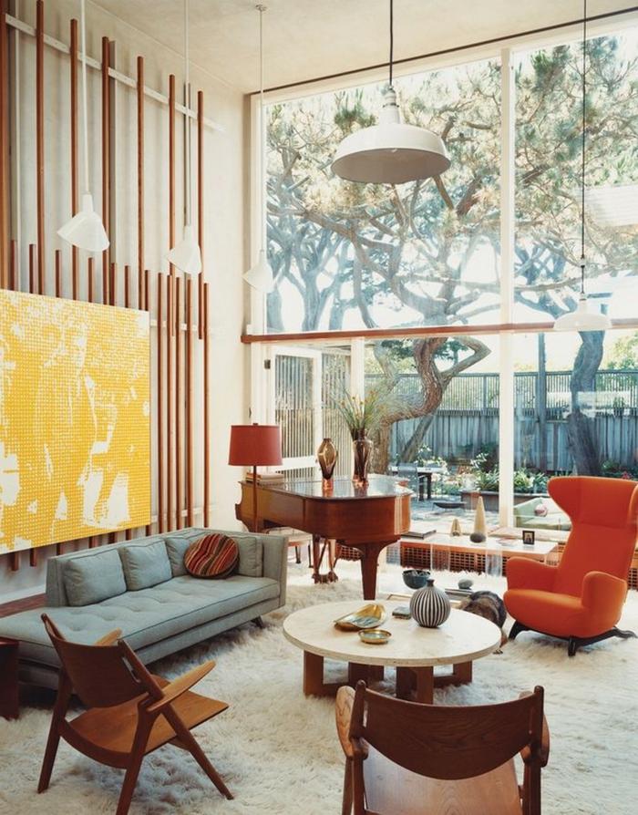 teppich wohnzimmer weiß oranger sessel klavier