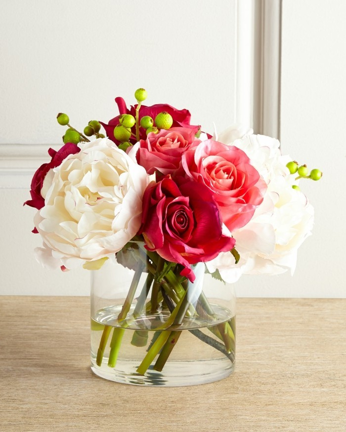 tischdeko gläserne vase mit frischen blumen