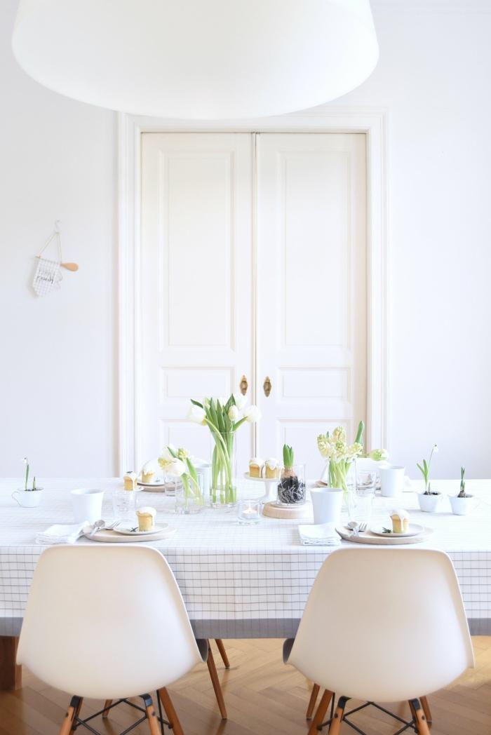 tischdeko tulpen blumen arrangieren tischdecke