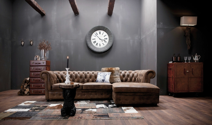 vintage retro möbel ledersofa beistelltisch alte koffer abstellfläche wanduhr portobellostreet
