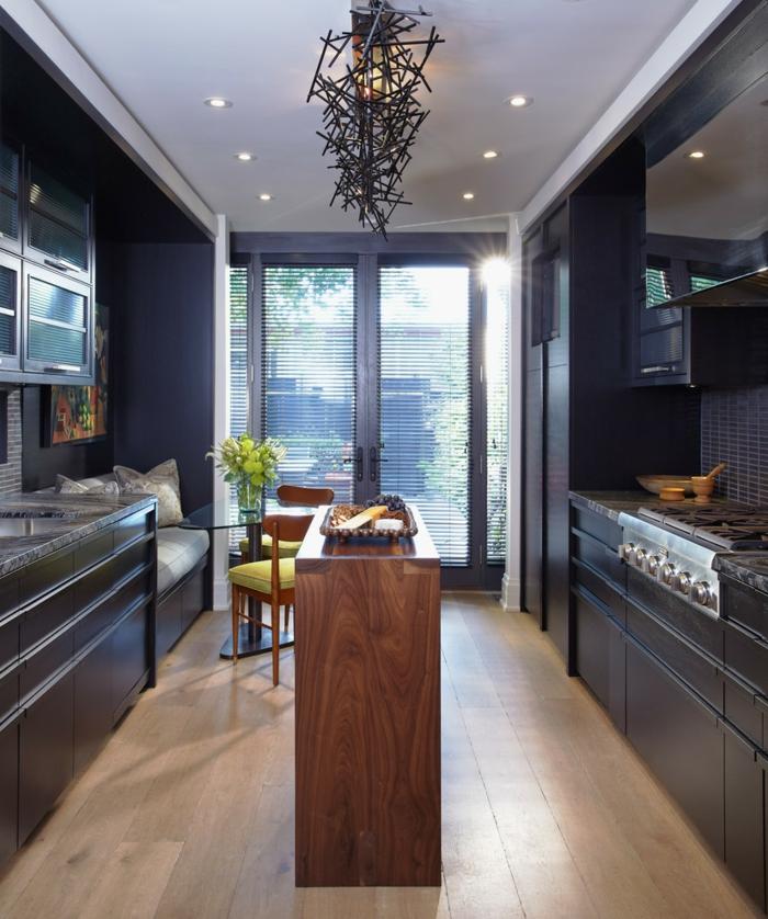 wohnung einrichten wohnideen küche coole kücheninsel holztextur schwarze küchenschränke