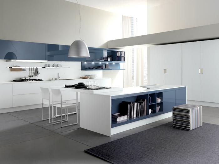 wohnung einrichten wohnideen küche weiß blau schwarzer teppich