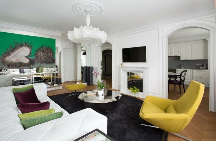 wohnzimmer sessel gelber sessel schwarzer teppich weißes sofa