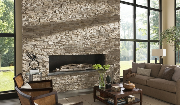 wohnzimmer steinwand geräumig kamin pflanze
