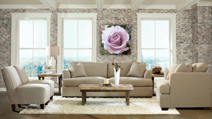 wohnzimmer steinwand rustikaler couchtisch weißer teppich