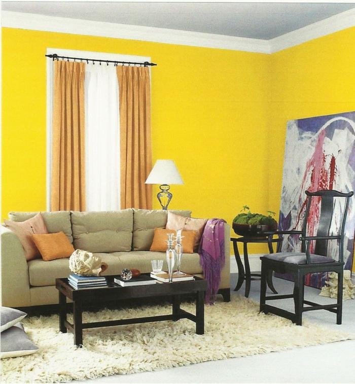 wohnzimmerteppich beiger teppich gelbe wände hellorange akzente