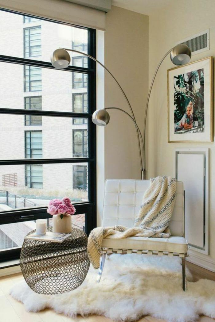 wohnzimmerteppich fellteppich weiß cooler beistelltisch