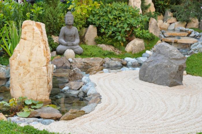zen garten steinblöcke sand kieselsteine gartenteich buddha statue