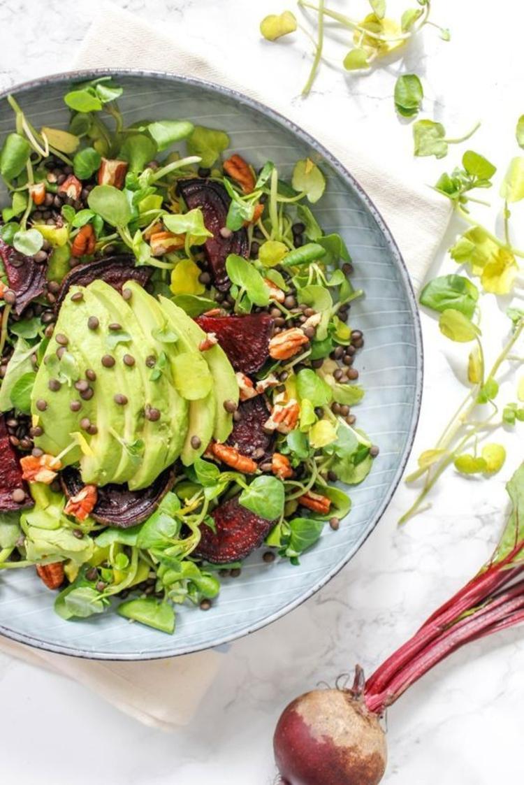 Avocado Gerichte hausgemachter Avocado Salat Frühlingsgemüse