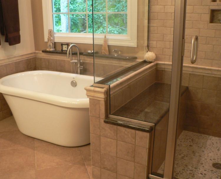 Badeinrichtung Badezimmerfliesen Travertin Fliesen modernes Bad