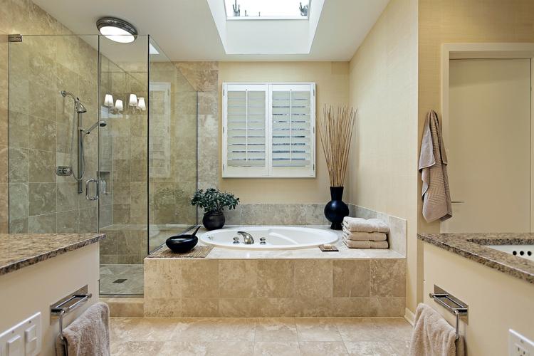 Badezimmerfliesen-Travertin-Fliesen-Badewanne-Dusche