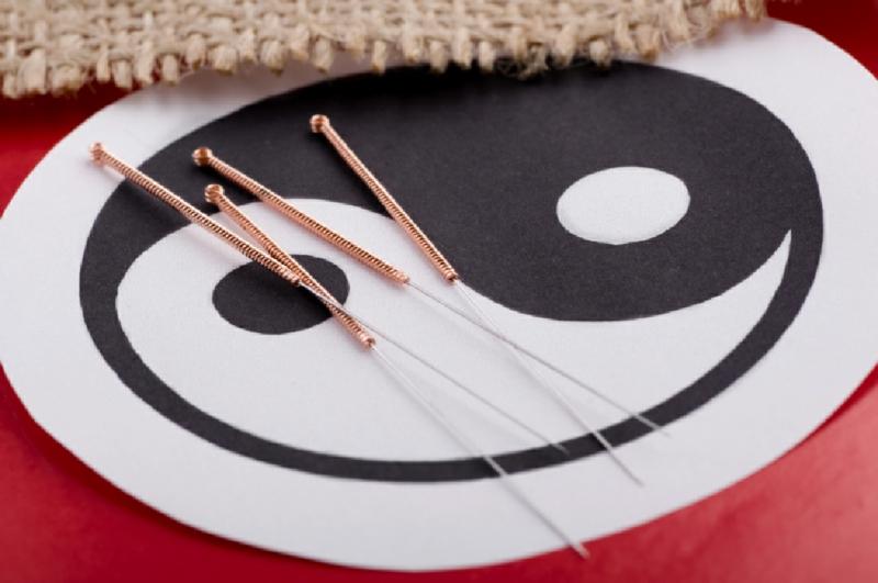 Chinesische Akupunktur Nadeln chinesische Medizin Yin und Yang