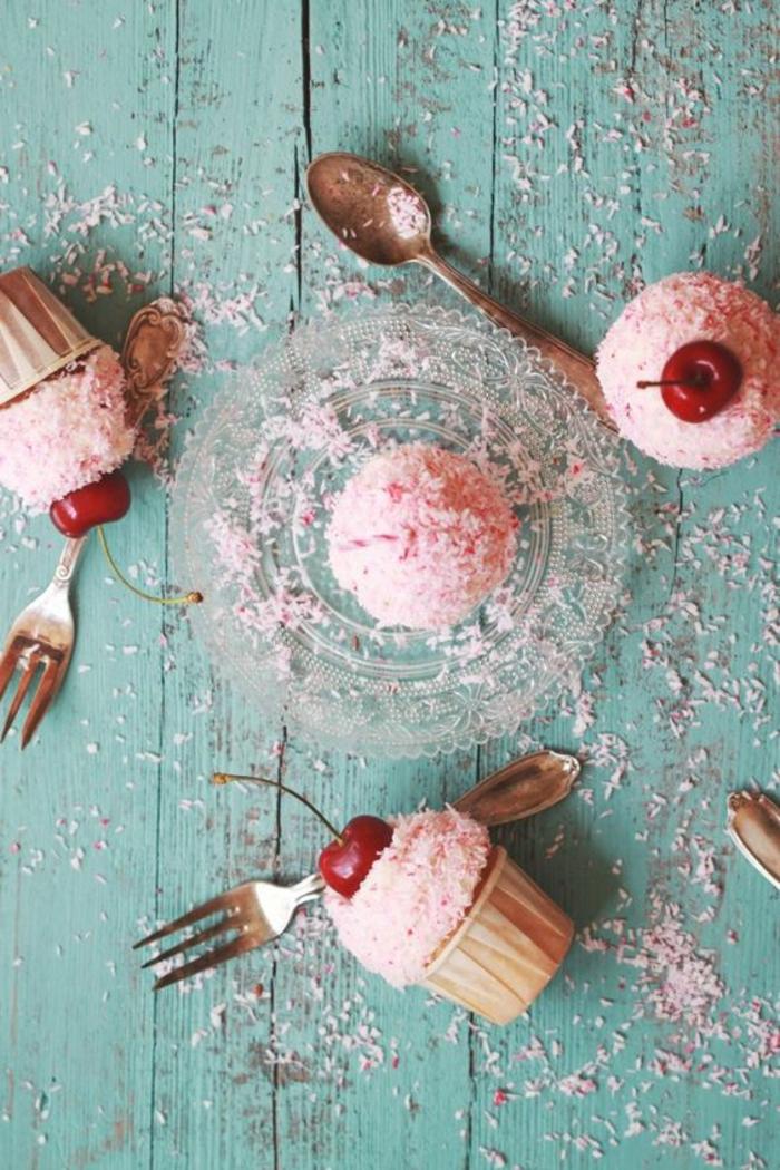 Cupcakes Rezept einfach kleine Erdbeer Törtchen backen
