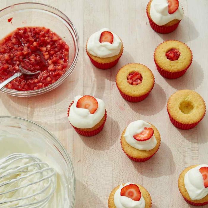 Cupcakes Rezepte Erdbeeren Törtchen backen für Anfänger