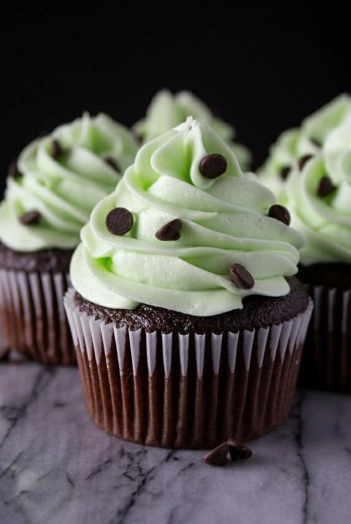 Cupcakes Rezepte Törtchen backen für Anfänger Mintsahne