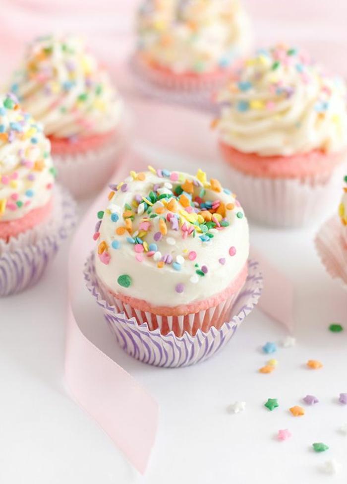 Cupcakes Topping Rezept leckere Törtchen backen niedliche Farben