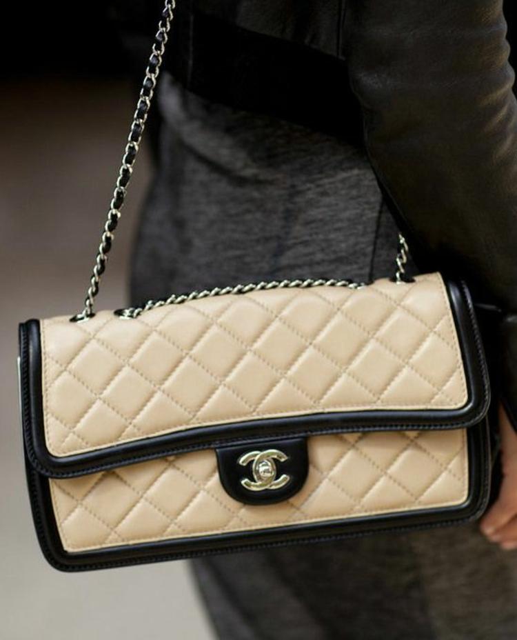 0f638f1f2c0a5 Designer Handtaschen Chanel Taschen 2.55 creme schwarz