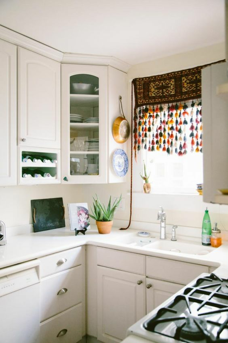 Fensterdeko Ideen Küche Gardinen und Zimmerpflanzen
