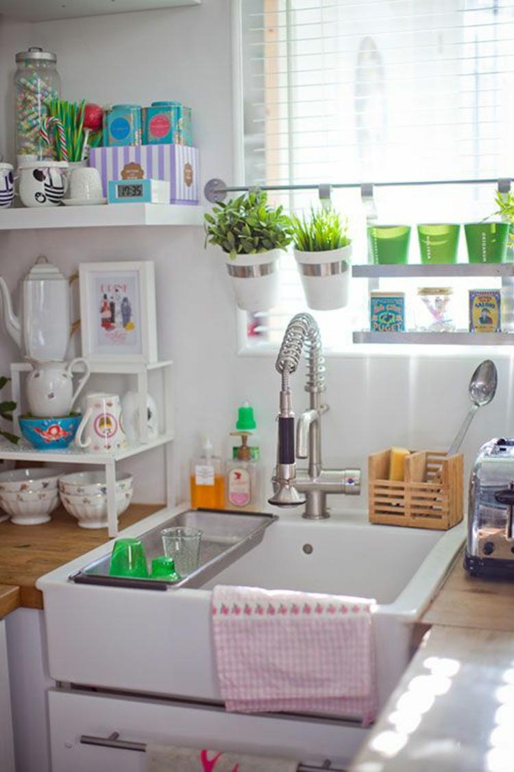 Fensterdeko Ideen Küche Kräutergatrten natürliches Licht