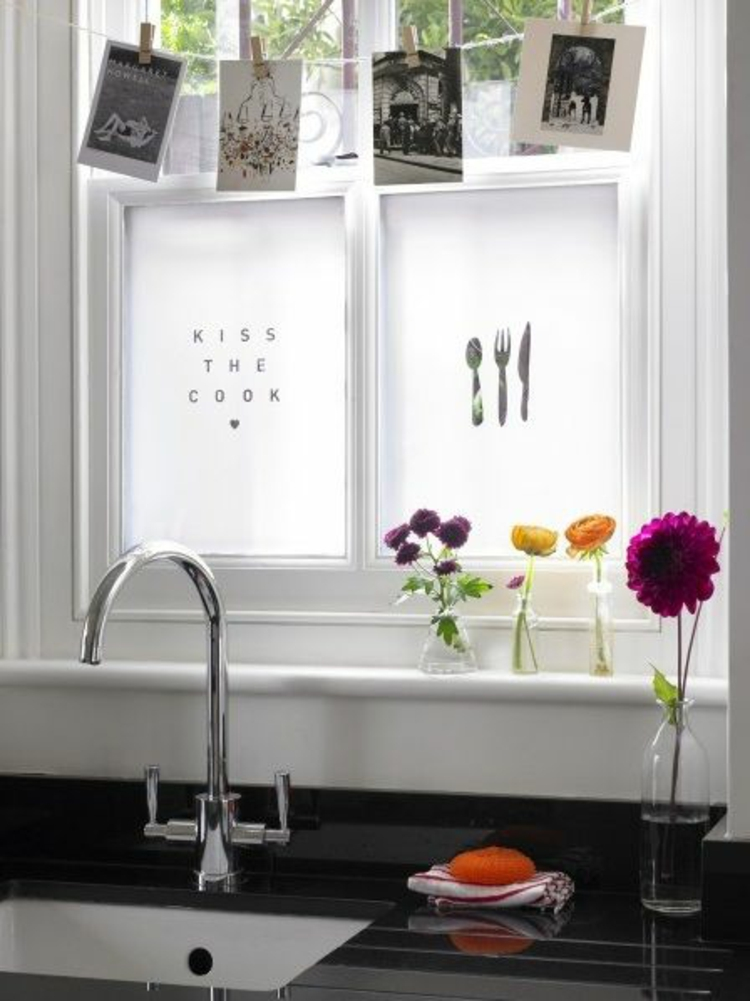 Fensterdeko f r die k che 26 fensterbank deko ideen for Kitchen window decoration ideas