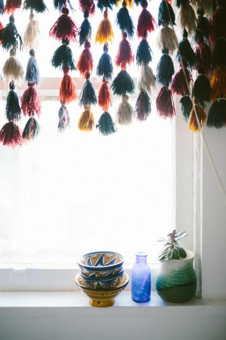 Fensterdeko Ideen Küche Zimmerpflanzen Deko Schalen bunte Fransen