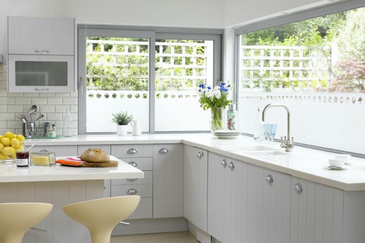 Fensterdeko Ideen Küche Zimmerpflanzen hell weiß sauber