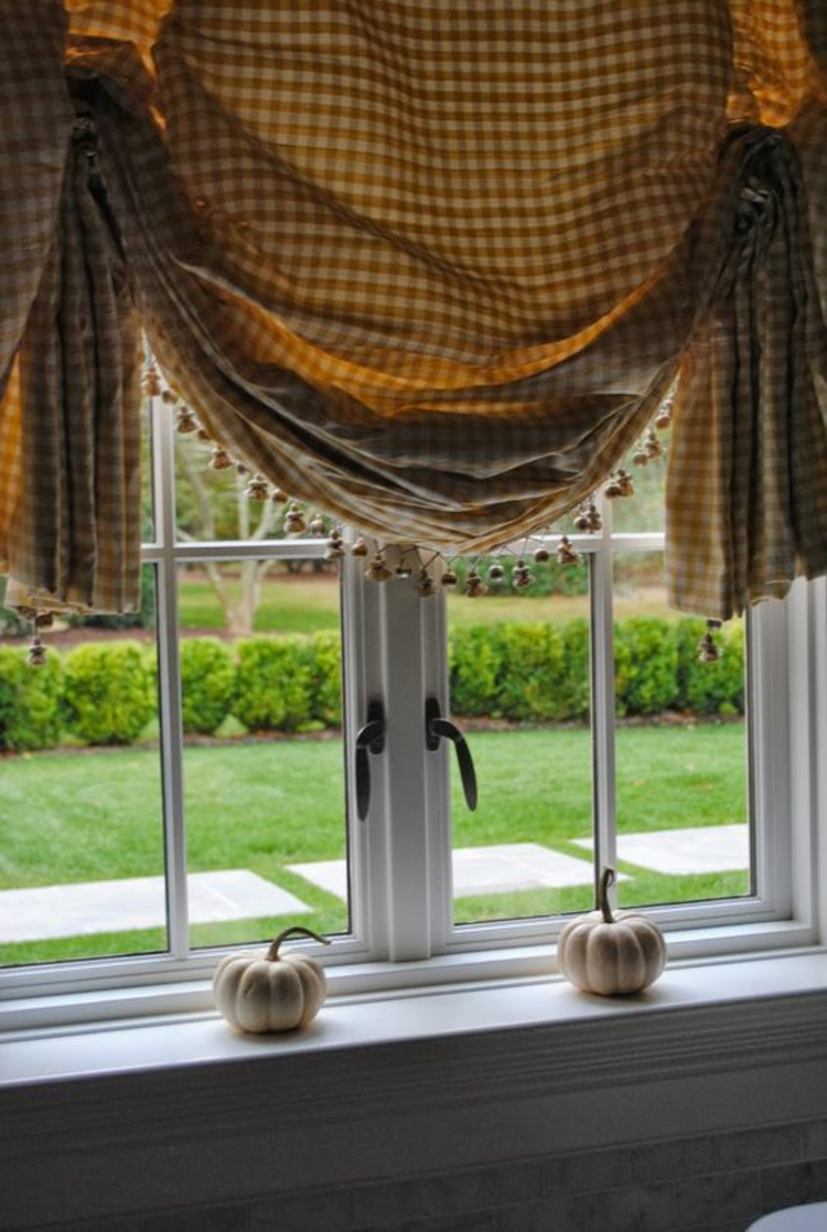 Halloween Fensterdeko Ideen Küche Zimmerpflanzen dekorative Kürbisse