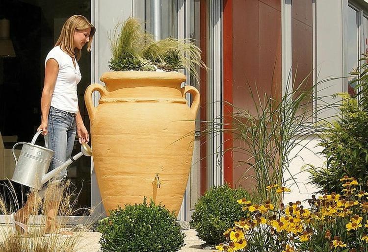 Regentonnen Regenwasserspeicher Regentonne Amphore Gartenpflanzen gießen